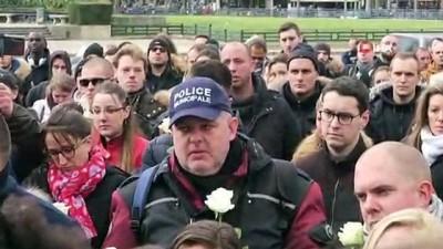 - Fransa'da Yüzlerce Kişi İntihar Eden Polis İçin Yürüdü