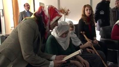 Gönüllü öğretmenler yaşlılara kitap okuyacak - ELAZIĞ