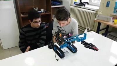 Kas hareketleriyle kontrol edilen bomba imha robotu geliştirdiler - NİĞDE