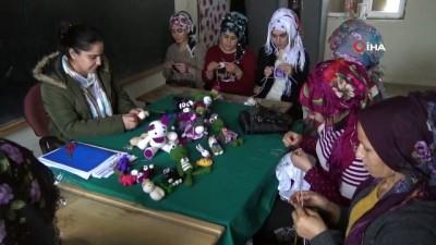 Köyde genç kızlara çocuk gelişimi eğitimi verilmeye başlandı