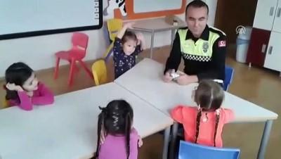 Minik öğrencinin 'polis amca'yla diyaloğu güldürdü - SAKARYA