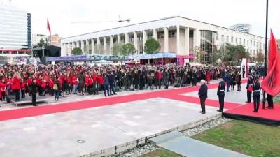 Arnavutlar Bayrak ve Bağımsızlık Günü'nü kutladı - TİRAN