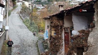 Balıkesir'de yağış ve fırtına ev yıktı