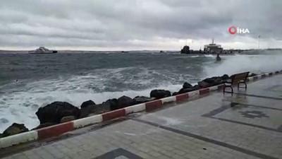 Çanakkale'de fırtına etkili oluyor