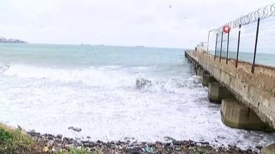 Deniz ulaşımına poyraz engeli...Çok sayıda gemi Tekirdağ kıyılarına demirledi