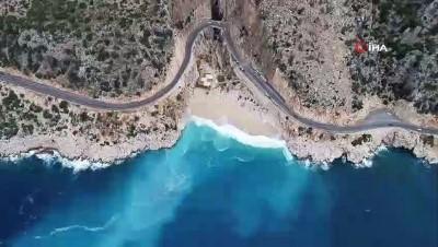 İki gündür etkili olan yağmur, Kaputaş Plajı'nı turkuaz rengine bürüdü