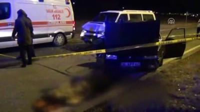 Kırşehir'de otomobil ile minibüs çarpıştı: 2 ölü, 3 yaralı