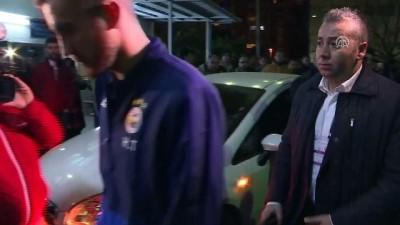 alabalik - Fenerbahçeli futbolcular, hayatını kaybeden taraftarın kaldırıldığı hastaneye geldi - İSTANBUL