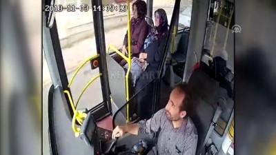Sivas'ta halk otobüsü ile otomobil çarpıştı