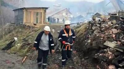 gecmis olsun - 8 ev yandı (2) - SİVAS