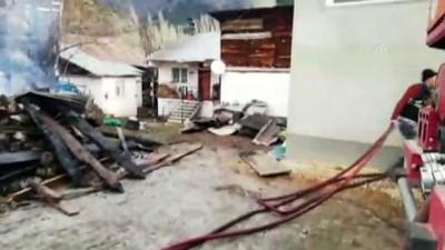 gecmis olsun - 8 ev yandı - SİVAS