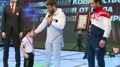 - Çeçen Çocuk Guiness Rekorlar Kitabı'na Girmeyi Başardı - 3 Bin 202 Şınav Çekti