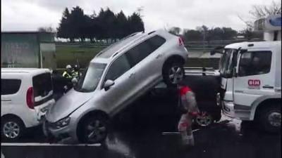TEM'de zincirleme trafik kazası - İSTANBUL
