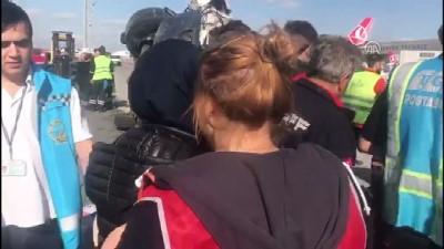 Atatürk Havalimanı'nda servis araçları çarpıştı - İSTANBUL