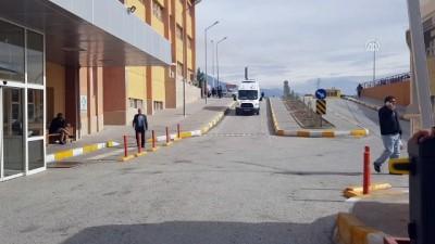 Erzincan'da kavga: 11 yaralı - Hastane önü
