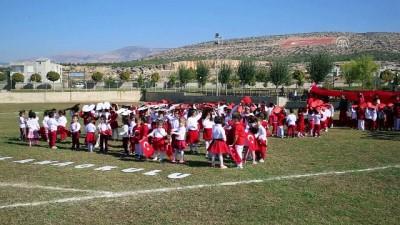 Anaokulu öğrencileri Türk bayrağı oluşturdu - MERSİN