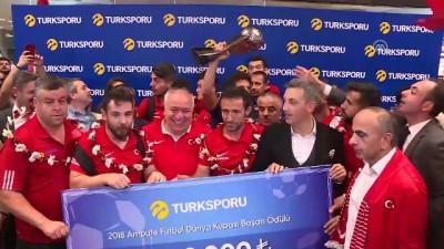 Dünya ikincisi milli futbolcular yurda döndü (1) - İSTANBUL