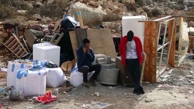 yasli adam - İsrail güçleri Filistinli hasta kadını evsiz bıraktı - KUDÜS