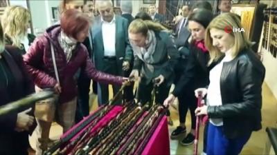 Kültür ve Turizm Bakanı Nuri Ersoy'un eşi Pervin Ersoy, Devrek bastonuna hayran kaldı