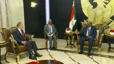 Milli Savunma Bakanı Akar, Sudan Devlet Başkanı Ömer el-Beşir'le görüştü - HARTUM