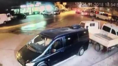 - Otomobilin çarptığı yaya metrelerce havaya uçtu - Kaza anı saniye saniye kaydedildi
