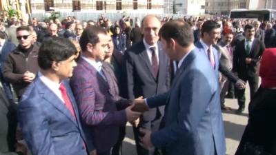 Sivas'ta vali karşılama kuyruğu
