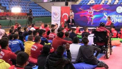 Yasemin Adar, genç sporcularla buluştu - EDİRNE