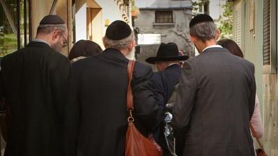 Avrupa'nın en büyük Yahudi topluluğunun yaşadığı Fransa'da antisemit saldırılar korku saçıyor