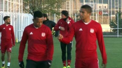 DG Sivasspor, Beşiktaş maçına yardımcı antrenörlerle hazırlanıyor