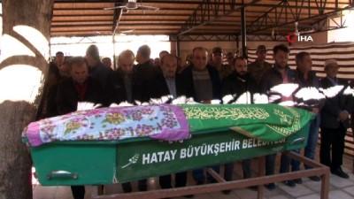 İskenderun'da 12'inci kattan düşerek hayatını kaybeden Minik Elif Defne son yolculuğuna uğurlandı