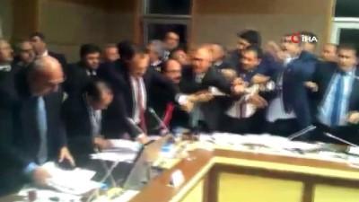 Meclis Sağlık Komisyonu'nda tartışma yaşandı