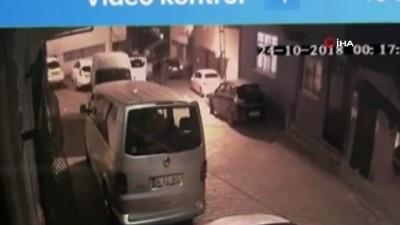 Sahte polis yeleğiyle evlerden gasp yapan şüpheliler kamerada