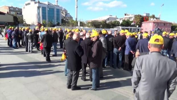 istanbul adliyesi -  Taksici esnafı 'Uber' davası öncesi adliye önünde toplandı
