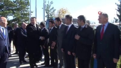yildiz futbolcu - Vali Okay Memiş'ten B.B. Erzurumspor'a ziyaret