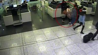 Atatürk Havalimanı'nda ayakkabı tabanında uyuşturucu sevkiyatı polise takıldı