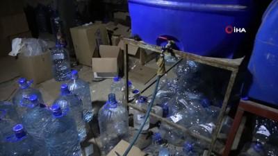 Gaziantep'te bir ambara sahte içki operasyonu: Binlerce litre kaçak içki ele geçirildi