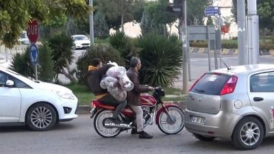 Kilis'te motosikletlilerin tehlikeli taşımacılığı kamerada
