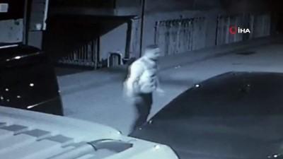 silahli saldiri -  O anlar kamerada... Park halindeki otomobili önce tekmeledi, sonra tabancayla kurşun yağdırdı