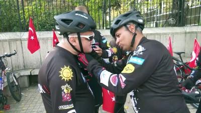 Anıtkabir'e gelmek için 500 kilometre pedal çevirdiler - ANKARA