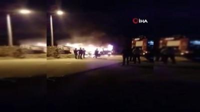 servis araci -  Kaza sonrası çıkan yangında servis aracı alev alev yandı