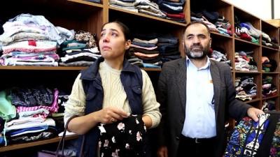 Öldürülen kızlarının eşyalarını gözyaşları içinde dayanışma evine verdiler