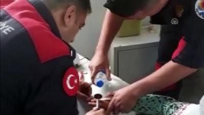 Suriyeli çocuğun parmağında sıkışan yüzük kesildi - ADANA