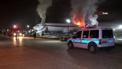 Uçak restoranda yangın söndürüldü