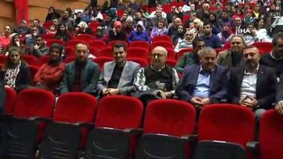 Emniyet Müdürü Artunay, öğrenciler için saz çalıp türkü söyledi