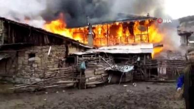 Altıntaş'ta ev alev alev böyle yandı