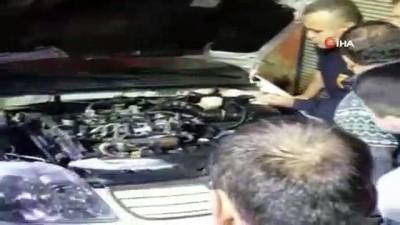 Hatay'da araç motoruna sıkışan köpek kurtarıldı
