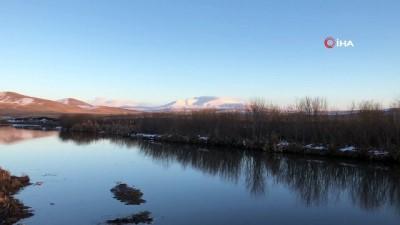 Kars'ta, gün batımı kartpostallık görüntüler oluşturdu