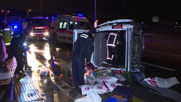 itfaiye araci - Başkentte virajı alamayan minibüs devrildi: 5 yaralı - ANKARA