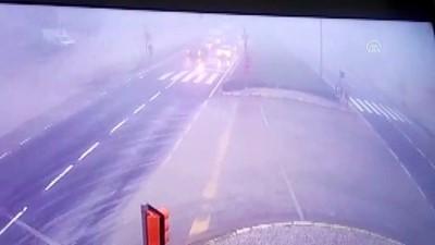 Denizli'deki ölümlü trafik kazası güvenlik kamerasına yansıdı