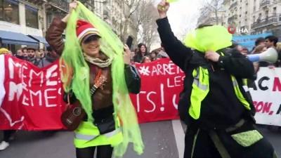 - Fransa'da Liseliler Cumhurbaşkanı Macron'un İstifasını İstedi - Fransa'da Liselerde 'kara Gün' İlan Edildi, 450 Lisede Blokaj Eylemi Yapıldı